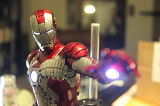 Hot Toys Iron Man Mark V